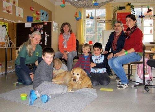 Hund in Volksschule